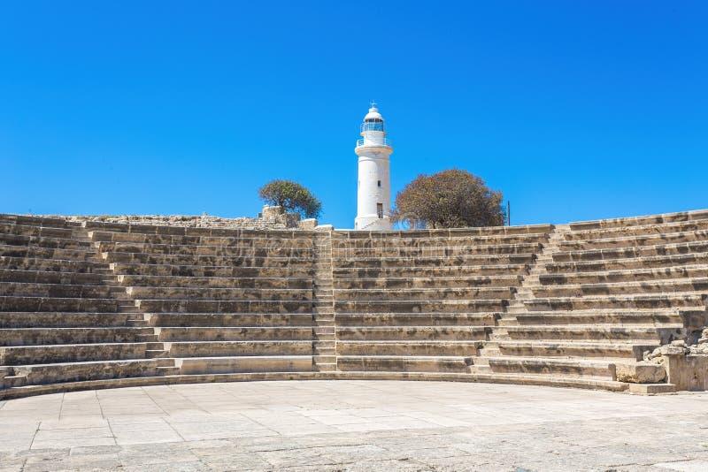 Odeon amfiteater och fyren Paphos Cypern royaltyfria foton