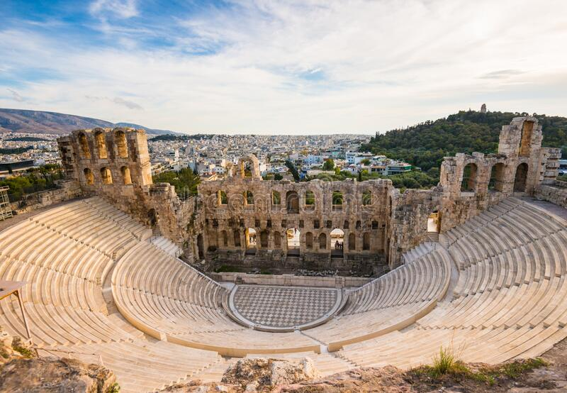 Odeon of Herodes Atticus in Acropolis van Athene in Griekenland, zie hierboven stock afbeelding
