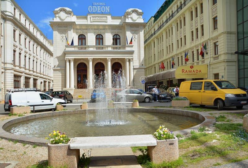 Odeon-Theater und Ramada-Hotel in Bukarest lizenzfreie stockfotos