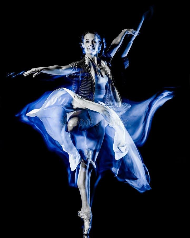 Odern baletniczego tancerza dancingowa kobieta odizolowywa? czarnego bacground fotografia royalty free