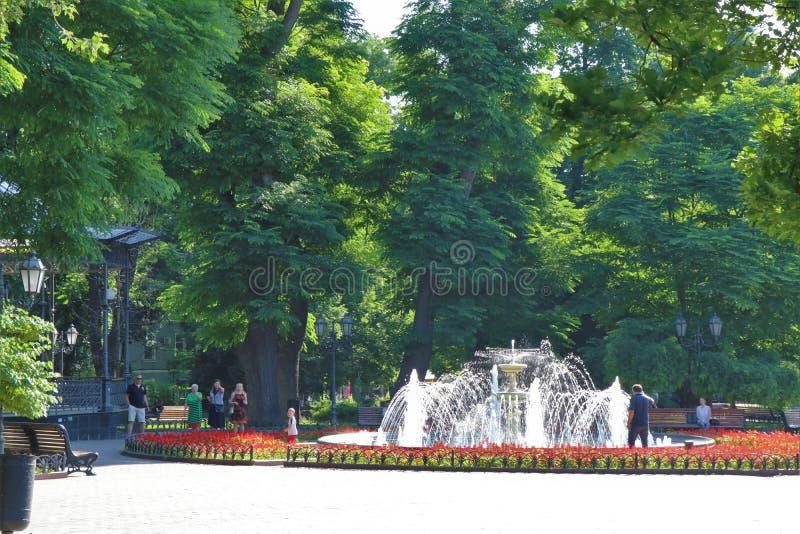 Odessa, de Oekra?ne Een blik aan één of ander hoofdvierkant, park, stadstuin stock afbeelding