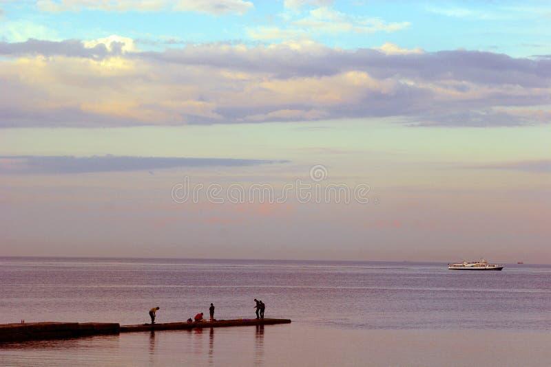 Odessa, el Mar Negro, pescadores, igualando foto de archivo libre de regalías