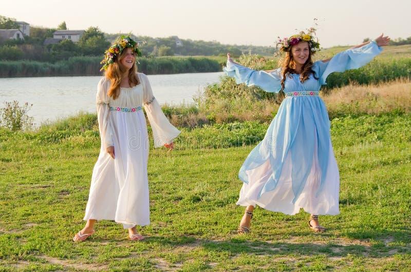 Odessa-Region, Dorf Vizirka, Ukraine - 6. Juli 2013: Feiertag Ivana Kupala Night lizenzfreie stockfotos
