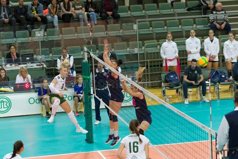 ODESSA, SÖDRA, UKRAINA - 15 oktober 2019: EM i volleyboll för kvinnor Female KHIMIK YUZHNY - MLADOST ZAGREB Croati royaltyfri foto
