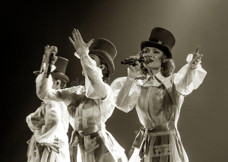 ODESSA, UCRAINA - 17 MARZO 2019: JAZZ di LIBERT? luminoso di manifestazione di musica Bella banda di jazz femminile in scena in u fotografie stock libere da diritti
