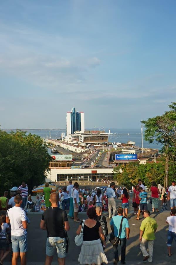 Odessa, Ucrania - agosto 16,2012: La opinión sobre SeatPort del hotel de Odessa y de Odessa de las escaleras de Potemkin Paseo de imagenes de archivo