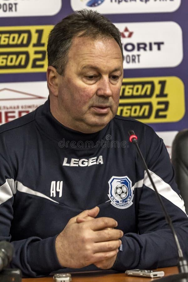 ODESSA, UCRANIA -2 marzo de 2019: Entrenador de fútbol famoso legendario FC Chernomorets Odessa Angel CHERVENKOV durante el parti fotografía de archivo
