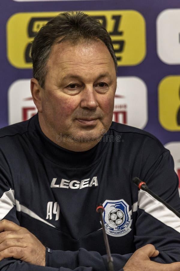 ODESSA, UCRANIA -2 marzo de 2019: Entrenador de fútbol famoso legendario FC Chernomorets Odessa Angel CHERVENKOV durante el parti fotos de archivo libres de regalías