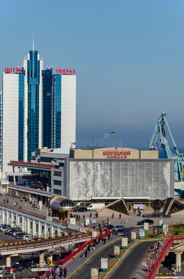 Odessa, Ucrania Terminal y hotel Odessa del mar Visión desde el bulevar de Primorsky imágenes de archivo libres de regalías
