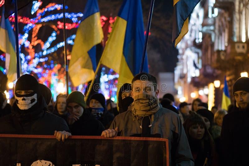 ODESSA UKRAINA, Styczeń, - 30, 2018: Ludzie demonstruje cywilnego pokojowego protest podczas stanu orężny w maskach zdjęcia stock