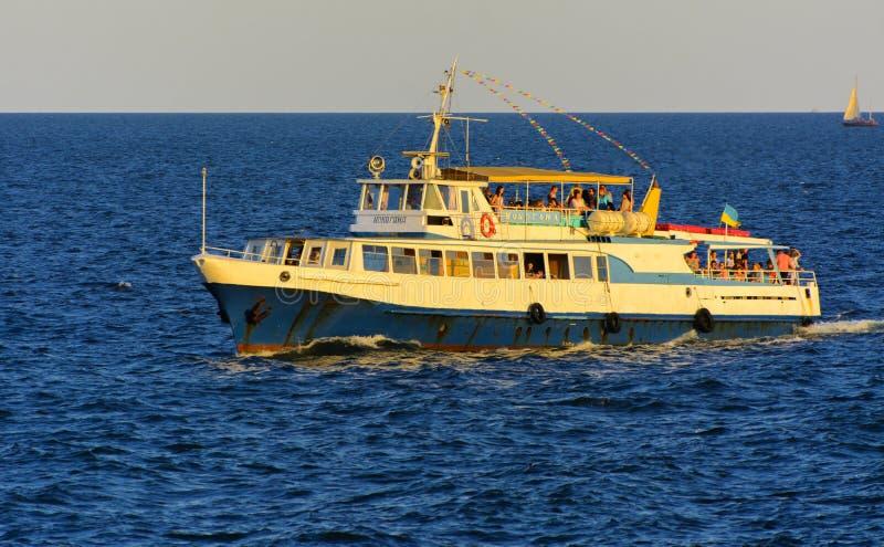 Odessa, Ukraine - 8. August 2018 Schiff für Wege in der hohen See herein lizenzfreie stockbilder