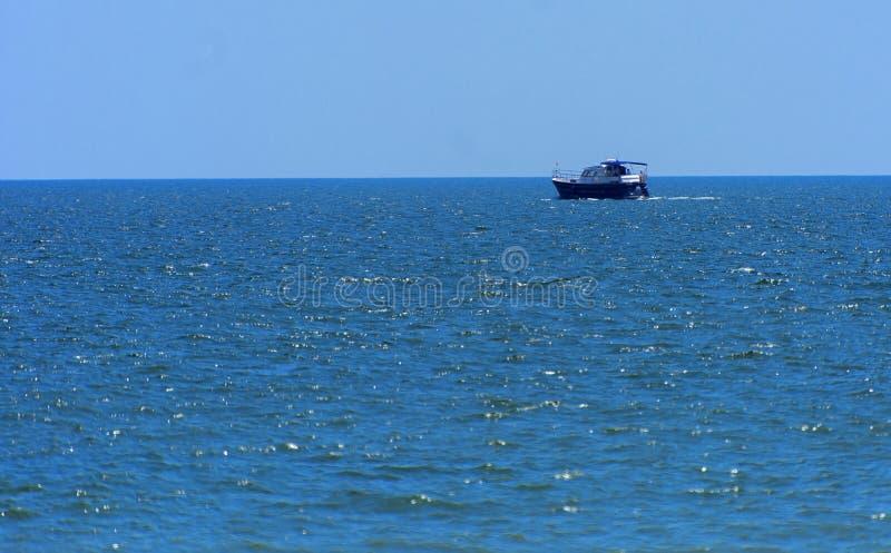 Odessa, Ukraine - 8. August 2018 Schiff für Wege in der hohen See herein stockbilder