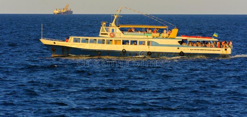 Odessa, Ukraine - 8. August 2018 Schiff für Wege in der hohen See herein stockfotografie