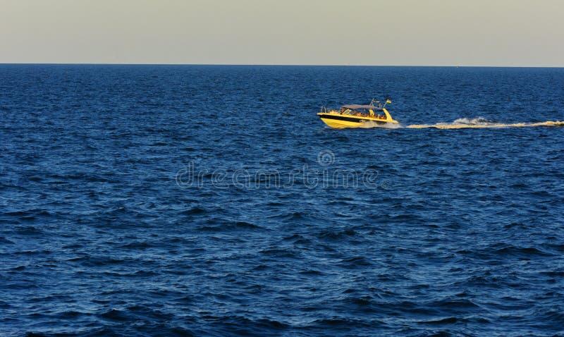 Odessa, Ukraine - 8. August 2018 Schiff für Wege in der hohen See herein lizenzfreie stockfotos
