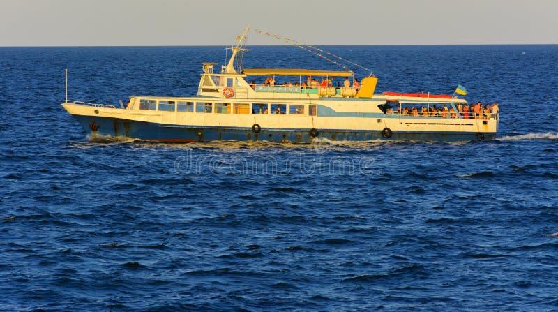 Odessa, Ukraine - 8. August 2018 Schiff für Wege in der hohen See herein lizenzfreies stockbild