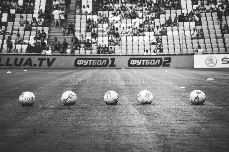 ODESSA, UKRAINE - 21. Juli 2018: Fußbälle Saldo in Folge ausgebreitet während der Schlüsse des ukrainischen Supercup 2018 lizenzfreie stockfotografie