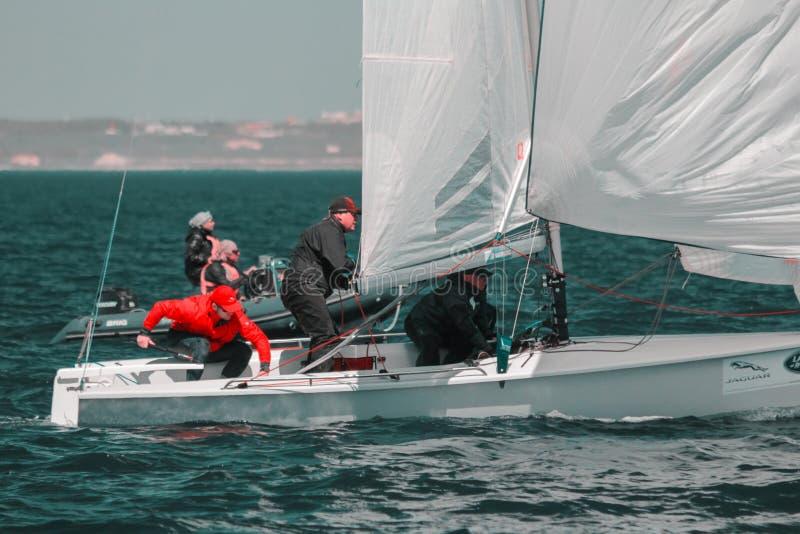 Odessa/Ukraine - 22 mai 2018 : Athlètes d'équipe participant à la concurrence de navigation - régate, tenue en Odessa Ukraine SB2 photos stock