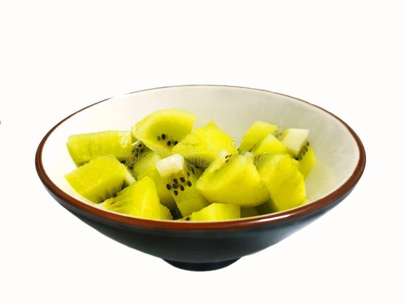 Odgórny widok świeża pokrojona kiwi owoc na białym pucharze odizolowywającym zdjęcie royalty free