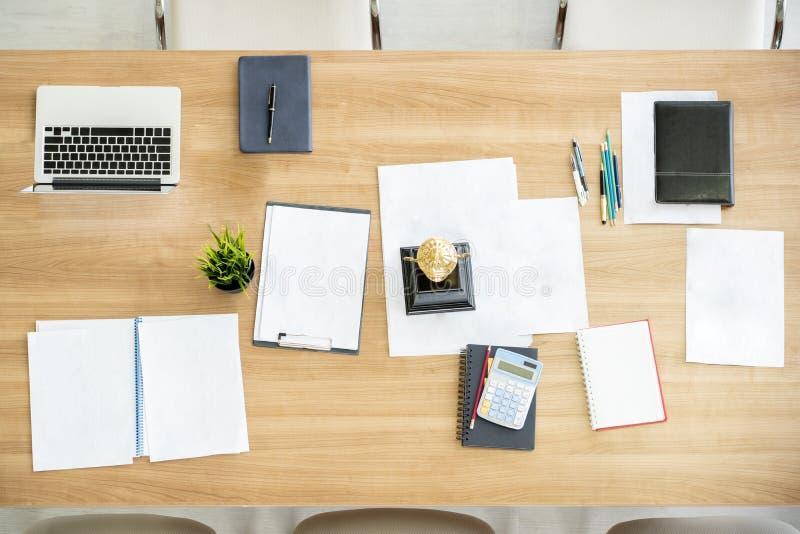odgórnego widoku analizy księgowości marketingowy stół fotografia royalty free