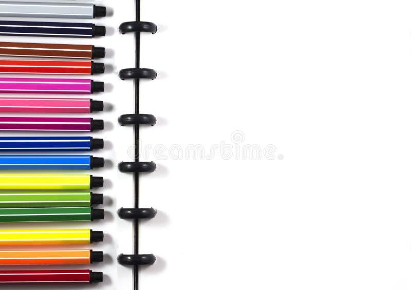 Odgórnego widoku biały pusty sketchbook z koloru piórem dla biznesowego szablonu obrazy stock