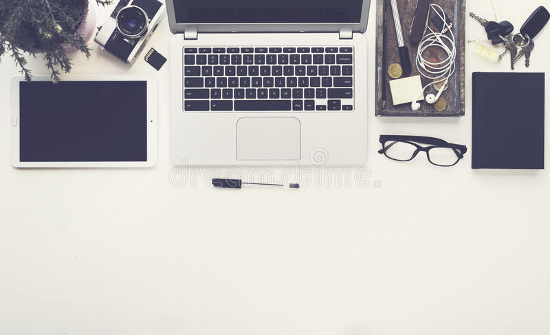 Odgórnego widoku biurowego biurka bohatera chodnikowiec obraz royalty free