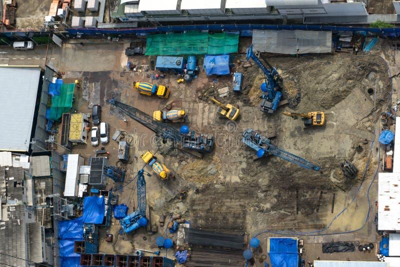 Odgórnego widoku budowy pracownicy budują widok z lotu ptaka obraz royalty free