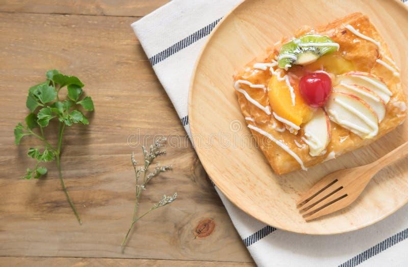 Odgórnego widoku Duńscy ciasta z owoc obrazy royalty free