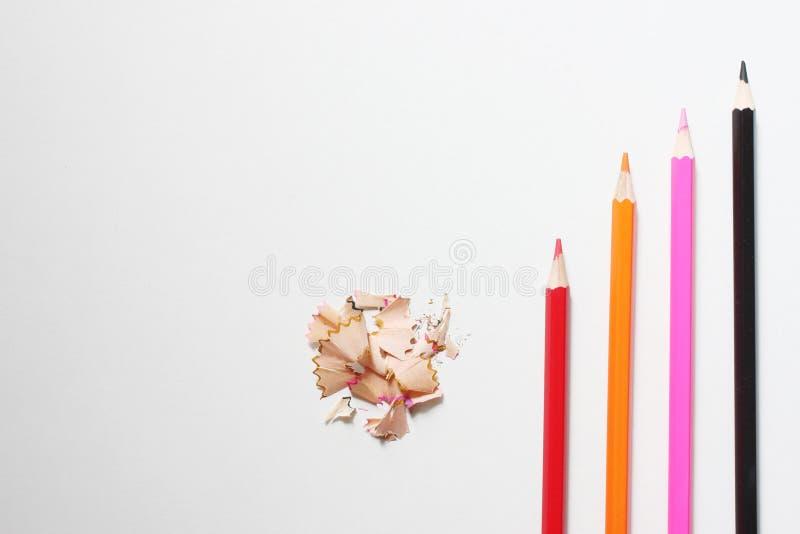 odgórnego widoku kredka umieszcza na białym tle i odbitkowego sp zdjęcie royalty free