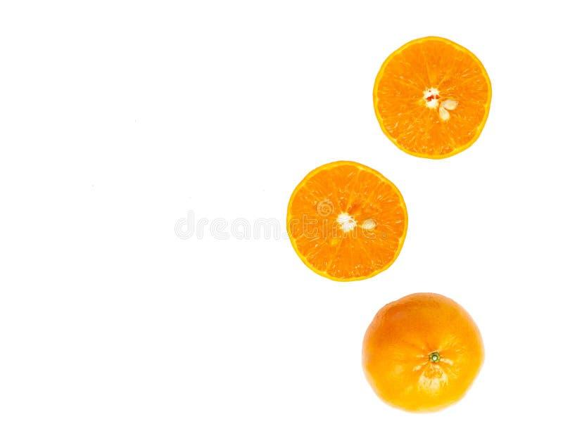 Odgórnego widoku mandarynki pomarańcze plasterek odizolowywający na białym tle zdjęcie royalty free