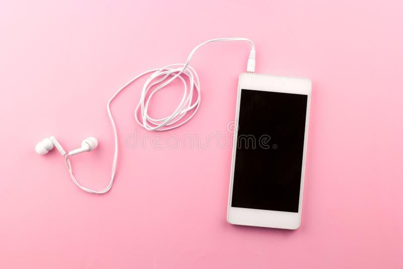 Odgórnego widoku telefon komórkowy z hełmofonami fotografia stock