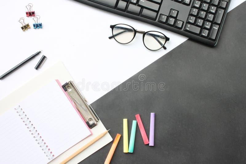 Odgórnego widoku twórczości edukacyjny wyposażenie i biznes na de zdjęcie royalty free