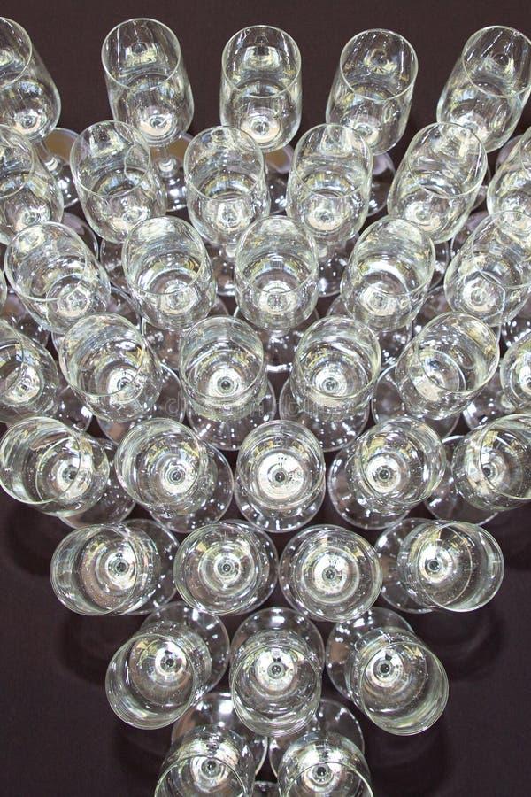 Odgórnego widoku udział win szkieł cateringu tła pojęcie z rzędu obrazy royalty free