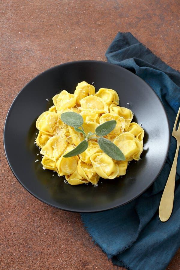 Odgórnego widoku Wyśmienity włoski tortellini obraz stock