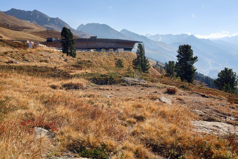 Odgórny Halny Crosspoint budynek w Hochgurgl przy Timmelsjoch wysoką wysokogórską drogą Stan Tyrol, Austria zdjęcia royalty free