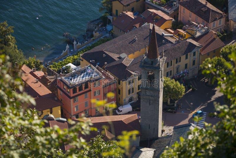 Odgórny strzał Varenna, Włoski miasto przy Como jeziorem zdjęcie royalty free