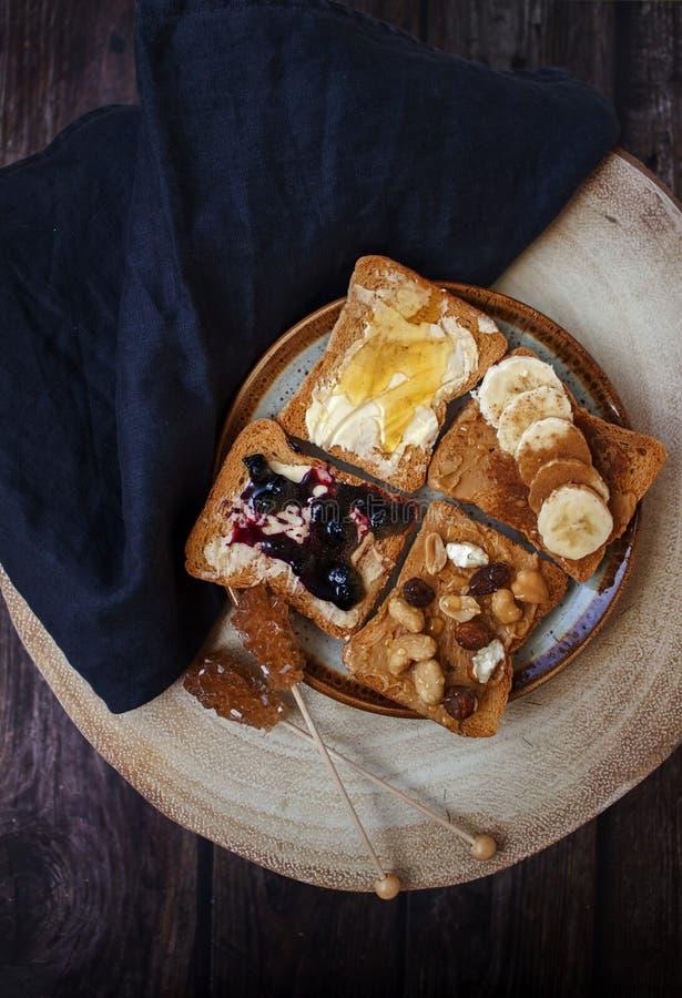 Odgórny widok śniadanie z różnymi typami grzanka zdjęcie royalty free