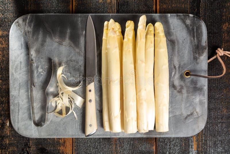 Odgórny widok, świeży smakowity biały asparagus, sezonowy warzywo, nowy h zdjęcie royalty free