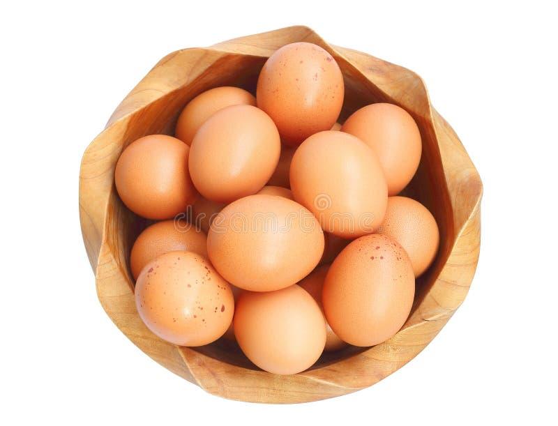 Odgórny widok świezi krajowi jajka w drewnianym pucharze obrazy royalty free