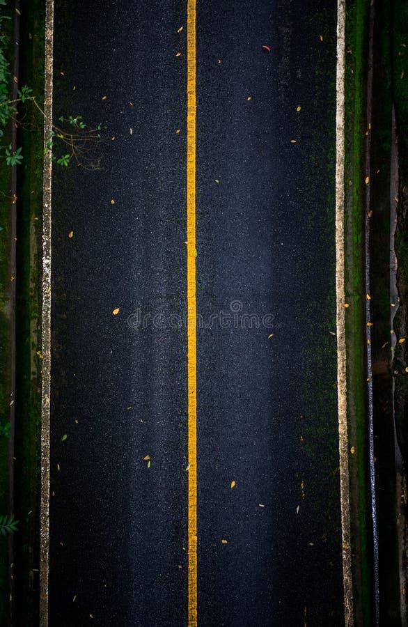 Odgórny widok asfaltowy tekstury tło Pusta droga od odgórnego widoku zdjęcie royalty free