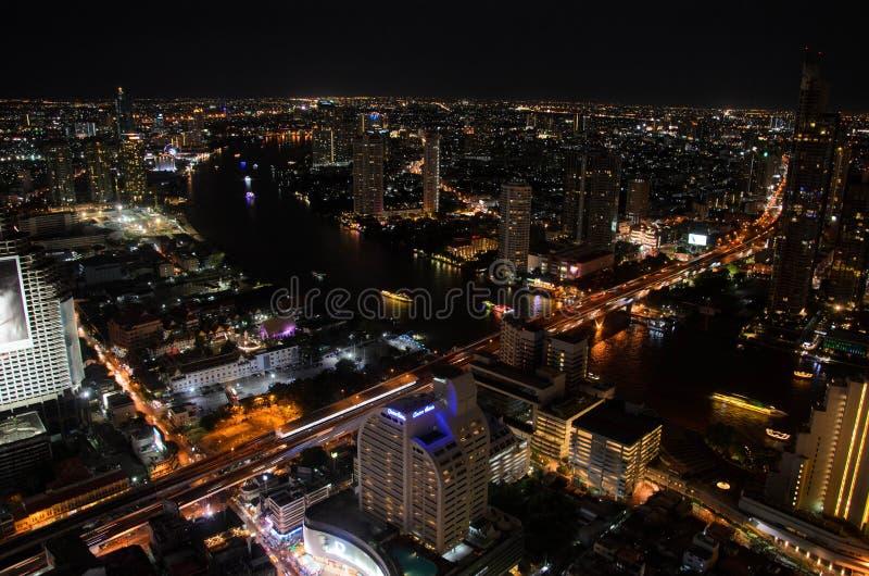 Odgórny widok Bangkok miasto przy nocą zdjęcia royalty free