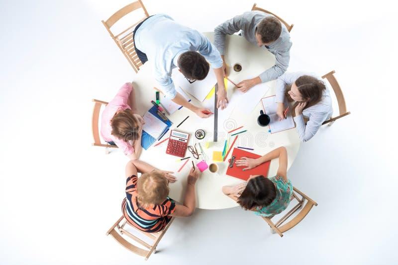 Odgórny widok biznes drużyna na workspace tle zdjęcie stock