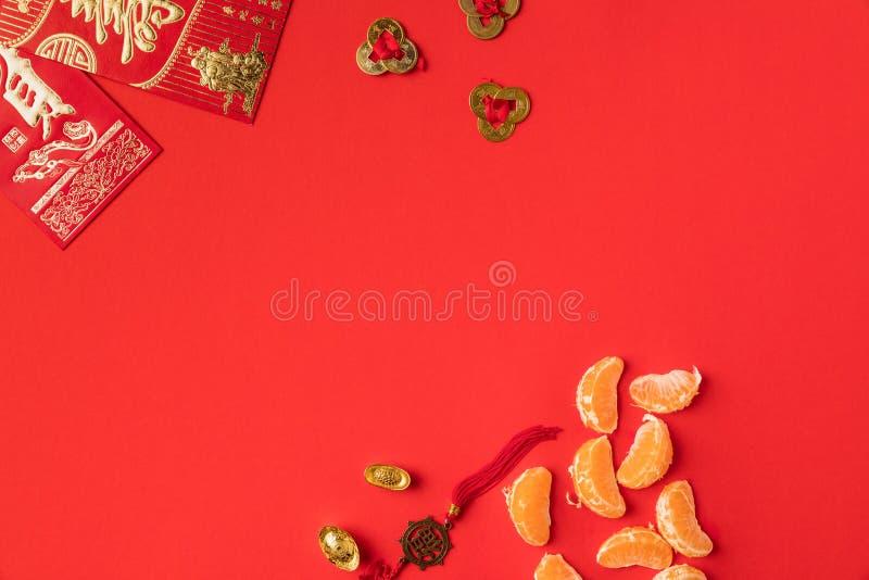 odgórny widok chińskie kartki z pozdrowieniami z kaligrafii mandarynkami i orientalnymi dekoracjami obrazy royalty free