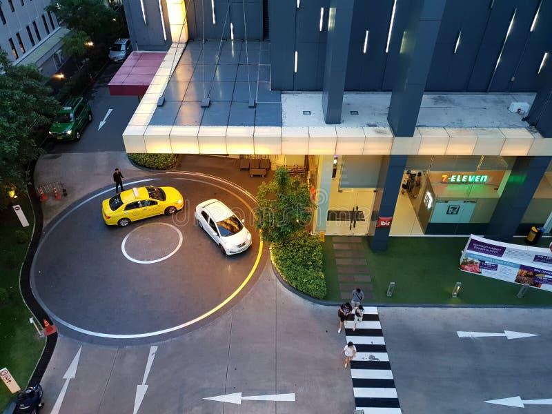 Odgórny widok chwilowy parking przed ibisa Siam hotelem fotografia royalty free