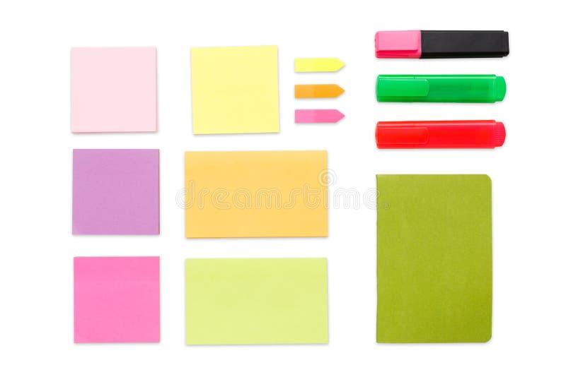 Odgórny widok kolorowy biura i szkoły materiały, odizolowywający na bielu obraz stock