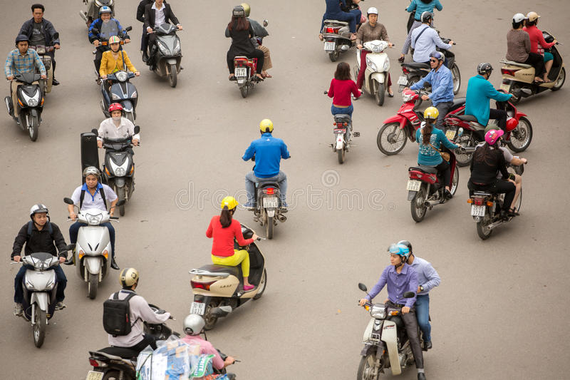 Odgórny widok ludzie i ruch drogowy w Hanoi zdjęcie royalty free