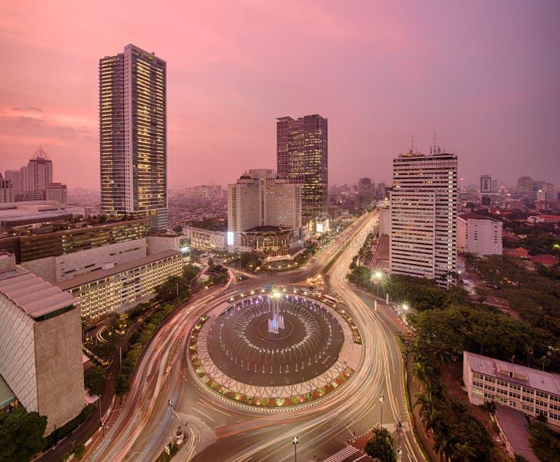 Odgórny widok miasta rondo na Dżakarta na nocy obraz royalty free