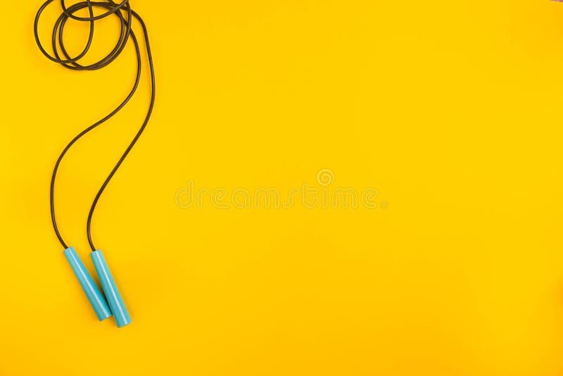 Odgórny widok Omijać arkanę na żółtym tle zdjęcia royalty free