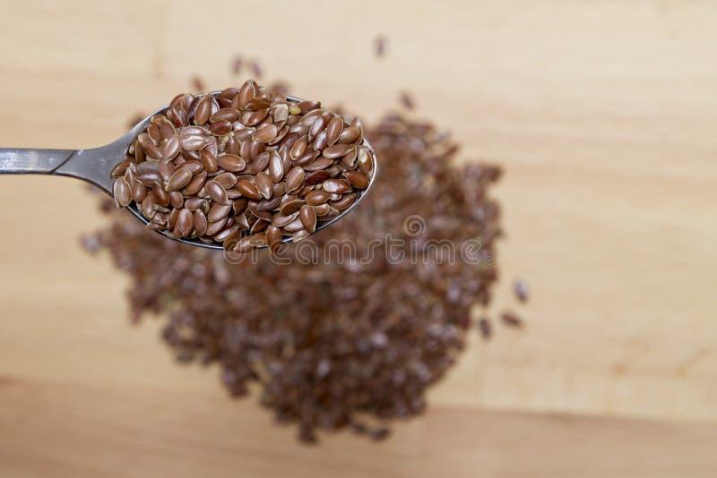 Odgórny widok Organicznie Linseed w łyżce obraz stock