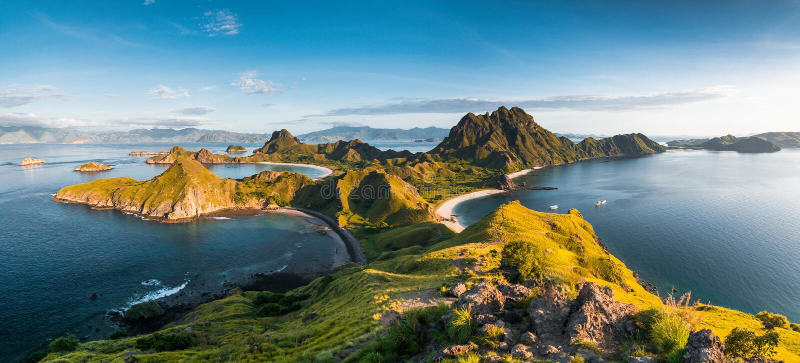Odgórny widok Padar wyspa w ranku od Komodo wyspy zdjęcie royalty free