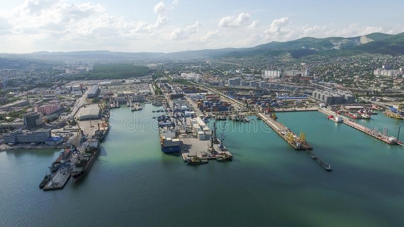 Odgórny widok quay Novorossiysk i marina fotografia royalty free